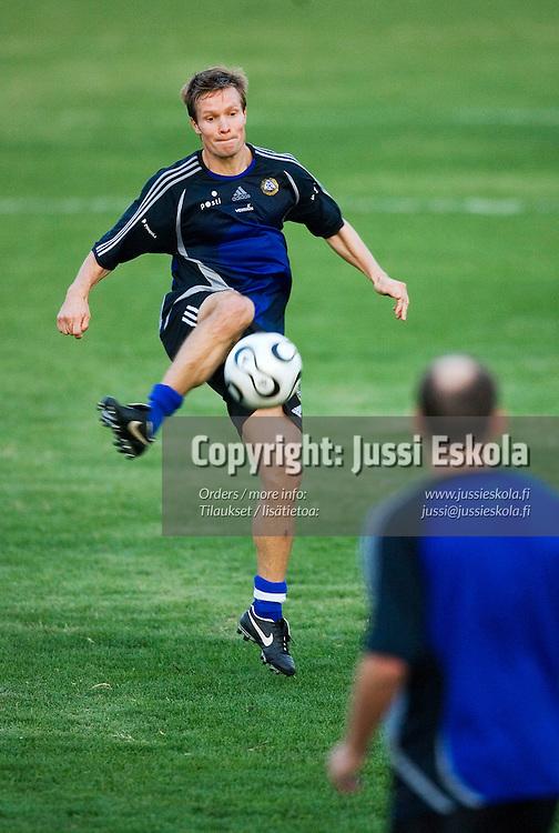 Joonas Kolkka A-maajoukkueen harjoituksissa Jerevanissa, Armeniassa 9.10.2006&amp;#xA;Photo: Jussi Eskola<br />