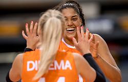26-05-2017 NED: Nederland - Italie, Apeldoorn<br /> Kick off voor het Nederlands vrouwenteam begon met een oefenwedstrijd in Apeldoorn. Italië werd met 3-1 verslagen / Vreugde bij Nederland Celeste Plak #4, Laura Dijkema #14