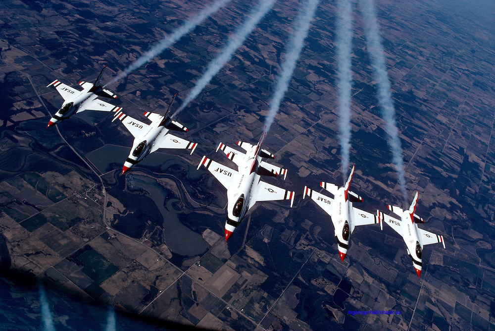 USAF Thunderbirds in formation