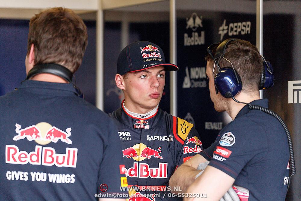 NLD/Zandvoort/20150628 - F1 demo Max Verstappen in de Toro Rosso, Max Verstappen in gesprek met zijn engineer
