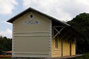Mariana_MG, Brasil...Estacao ferroviaria de Furquim em Mariana...The  railroad depot Furquim in Mariana...Foto: LEO DRUMOND / NITRO.