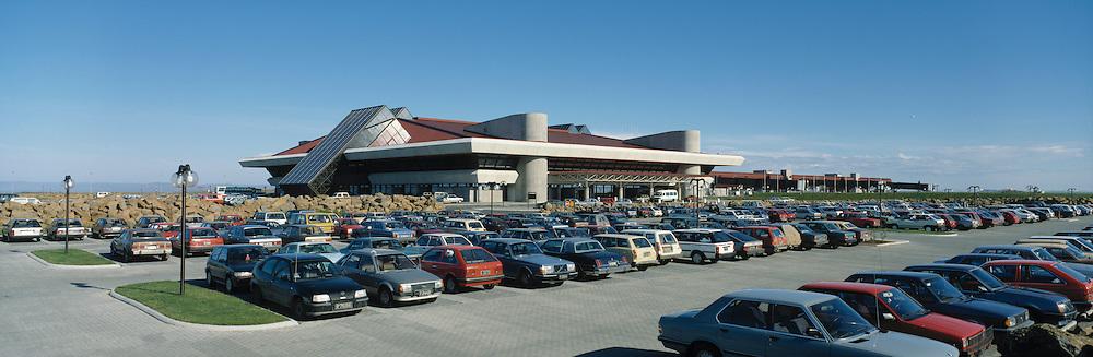 Leif Eiríksson flugstöð - Leifsstöð, Miðneshreppur..Leif Eiriksson international airport terminal building Leifsstod, juli 1987. Keflavik airport