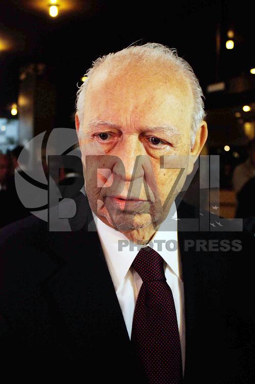SÃO PAULO, SP, 30 DE MARÇO DE 2011 - ARQUIVO JOSÉ ALENCAR - O Ex-Vice-Presidente da República, José Alencar Gomes da Silva, 79 anos, faleceu às 14h41 de ontem terça-feira (29/03), no Hospital Sírio-Libanês, em São Paulo, em decorrência de câncer e falência de múltiplos órgãos. Na foto José Alencar é visto após receber alta em 15 de julho de 2010. (FOTO: AMAURI NEHN / NEWS FREE).