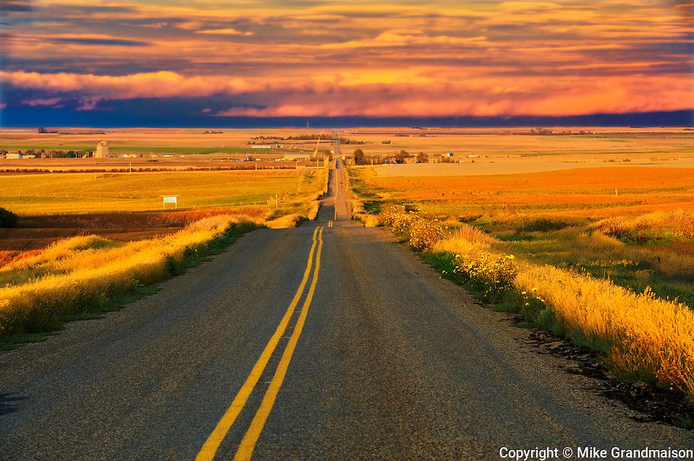 Country road<br /> Braddock<br /> Saskatchewan<br /> Canada