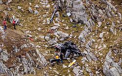09.09.2016, Heiligenblut, AUT, Kunstflieger Hannes Arch stirbt bei Hubschrauberabsturz, Der österreichische Red Bull Air Race-Pilot Hannes Arch ist in der Nacht auf 9. September bei einem Hubschrauberabsturz im Großglocknergebiet in Kärnten ums Leben gekommen. Arch hatte mit seinem Hubschrauber einen Transportflug zu einer Hütte absolviert. Ein zweiter Hubschrauberinsasse wurde beim Absturz schwerst verletzt, im Bild Ermittler der Polizei am Wrack des Hubschraubers von Hannes Arch an der Absturzstelle // the wreckage of Hannes Arch´s helicopter at the crash site The Austrian Red Bull Air Race pilot Hannes Arch came at night on September 9 in a helicopter crash in the Grossglockner area killed. Arch had graduated with his helicopter transport flight to a hut. A second helicopter passenger was severely injured in the crash Heiligenblut, Austria on 2016/09/09. EXPA Pictures © 2016, PhotoCredit: EXPA/ JFK