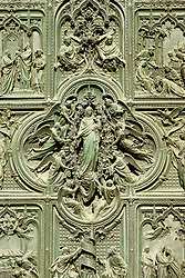 THEMENBILD - Die Lombardei ist eine norditalienische Region mit einer Fläche von 23.863 km und ca.9,8 Mio. Einwohnern. Sie ist in zwölf Provinzen aufgeteilt und liegt zwischen Lago Maggiore, Po und Gardasee. Bilder aufgenommen am 21. August 2013, im Bild Detail bronzenes Hauptportal mit Szenen aus dem Leben Marias, Kirchenmotive, Bildhauer Lodovico Pogliaghi, Westfassade Kathedrale Mailaender Dom oder Duomo di Santa Maria Nascente // THEMES PICTURE - Lombardy is a northern Italian region with an area of 23,863 km and a population of 9,8 Mio. It is divided twelve provinces and is situated between Lake Maggiore, Lake Garda and Po. Pictured on 2013/08/21. EXPA Pictures © 2013, PhotoCredit: EXPA/ Eibner/ Michael Weber<br /> <br /> ***** ATTENTION - OUT OF GER *****