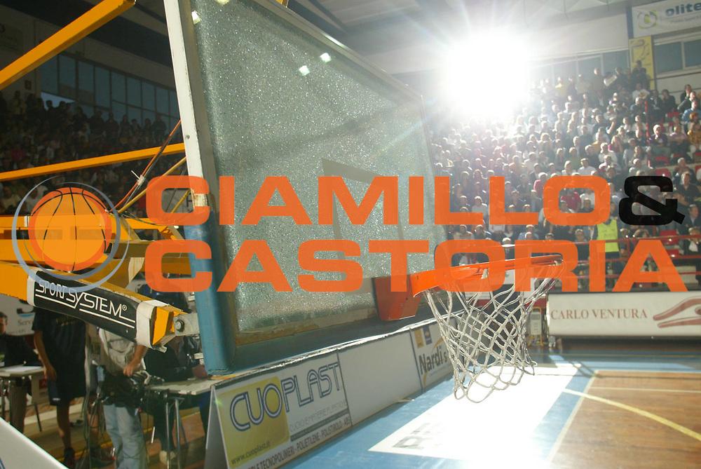 DESCRIZIONE : Porto San Giorgio Lega A1 2006-07 Premiata Montegranaro Armani Jeans Milano<br />GIOCATORE : Tabellone Rotto <br />SQUADRA : <br />EVENTO : Campionato Lega A1 2006-2007 <br />GARA : Premiata Montegranaro Armani Jeans Milano   <br />DATA : 22/10/2006 <br />CATEGORIA : Curiosita  <br />SPORT : Pallacanestro <br />AUTORE : Agenzia Ciamillo-Castoria/M.Marchi