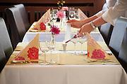 gedeckter Restaurant Tisch (Hotel Sockenbacher Hof), Odenwald, Naturpark Bergstraße-Odenwald, Hessen, Deutschland | restaurant table, Odenwald, Hesse, Germany