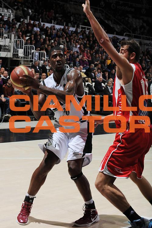 DESCRIZIONE : Bologna Lega A 2012-13 SAIE3 Virtus Bologna Scavolini Banca Marche Pesaro<br /> GIOCATORE : Steven Smith<br /> CATEGORIA : tiro<br /> SQUADRA : SAIE3 Virtus Bologna<br /> EVENTO : Campionato Lega A 2012-2013 <br /> GARA : SAIE3 Virtus Bologna Scavolini Banca Marche Pesaro<br /> DATA : 02/12/2012<br /> SPORT : Pallacanestro <br /> AUTORE : Agenzia Ciamillo-Castoria/M.Marchi<br /> Galleria : Lega Basket A 2012-2013  <br /> Fotonotizia : Bologna Lega A 2012-13 SAIE3 Virtus Bologna Scavolini Banca Marche Pesaro<br /> Predefinita :