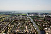 Nederland, Flevoland, Lelystad, 14-07-2008; Landstrekenwijk met stadsgracht en uniforme nieuwbouw, in de achtergrond IJsselmeer en begin Oostvaardersplassen. .luchtfoto (toeslag); aerial photo (additional fee required); .foto Siebe Swart / photo Siebe Swart