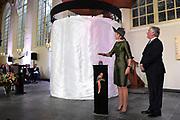 Koningin Maxima verricht in de Augustijnenkerk de opening van de tentoonstelling Een Koninklijk Paradijs - Aert Schouman en de verbeelding van de natuur in het Dordrechts Museum.<br /> <br /> Queen Maxima performed in the Augustinian Church, the opening of the exhibition A Royal Paradise - Aert Schouman and imagination of nature in the Dordrecht Museum.<br /> <br /> op de foto / On the photo:  Koningin Maxima verricht de officiele opening //// officiall opening by Queen M&aacute;xima