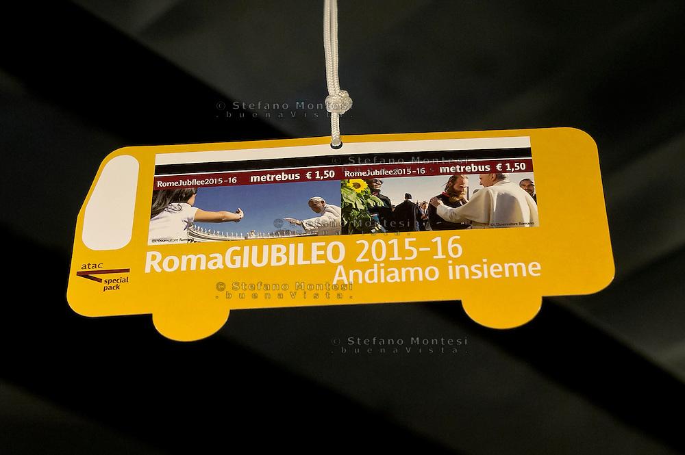 Roma 3 Dicembre 2015<br /> Giubileo, i nuovi biglietti dell'Atac per i pellegrini.<br /> Presentati i biglietti Atac da collezione per il Giubileo, con una serie speciale di quattro BIT raffiguranti Papa Francesco e contenuti in una custodia souvenir. Presentata anche  anche la RomeJubilee, la card in tiratura limitata con l'immagine del Pontefice,che consentirà agli acquirenti di caricare tutta l'offerta turistica di Atac, dal ticket giornaliero a quello settimanale.<br /> Rome December 3, 2015<br /> Jubilee, the new ATAC tickets for pilgrims.<br /> Presented  collectible tickets Atac  (Tramways Company and Coach of the Municipality of Rome) for the Jubilee, with a special series of four BIT depicting Pope Francis and contained in a case souvenirs. Also presented also RomeJubilee, the limited edition card with the image of the Pope, which allow buyers to load all the tourist offer of Atac, from ticket daily to weekly.