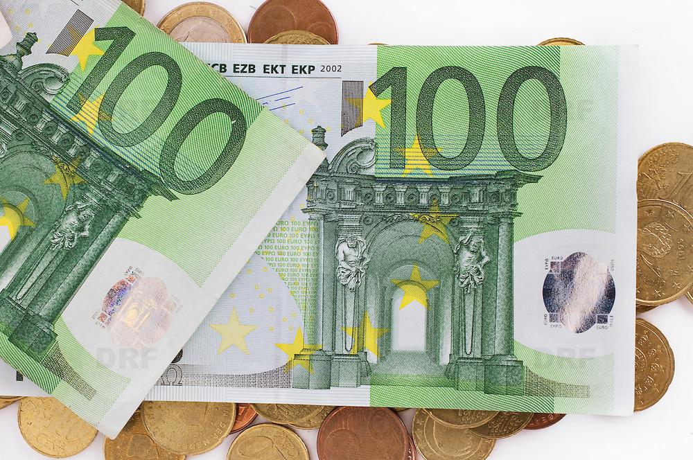 Nederland Barendrecht 29 maart 2009 20090329 Foto: David Rozing ..bankbiljetten, valuta, betaalmiddel, 100, honderd, briefje kosten,papiergeld,biljet,biljetten,bankbiljet,bankbiljetten,eurobiljet,eurobiljetten, betaalmiddelen,recessie, kredietcrisis, economie,.money , euro stockbeeld, stockfoto, stock, studio opname, illustratie.Foto: David Rozing