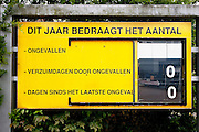 De fabricage van de Impossible film in Enschede. Impossible Project maakt sinds maart 2010 weer direct klaar film voor oude Polaroid camera's. De produktie van de Polaroid was in 2008 gestopt. Florian Kaps en André Bosman startte daarop Impossible Project en ontwikkelde binnen een jaar een nieuwe film
