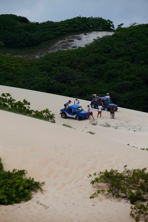 Natal_RN, Brasil...Passeio de Buggy na Lagoa de Jenipabu...Buggy ride at Jenipabu lake...Foto: LEO DRUMOND / NITRO