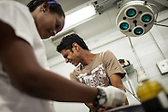 Los puestos de Pronto Socorro son establecimientos constituidos para atender emergencias menores, en las que se pueda estabilizar al paciente y remitirlo al centro de salud más cercano. Están constituidos por estructuras pre-fabricadas (Shelters) dotadas con tecnología de última generación, medicamentos e insumos. Higuerote, 22 Nov. 2012 (Foto/ivan gonzalez)
