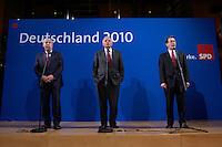 26 APR 2004, BERLIN/GERMANY:<br /> Michael Sommer (L), Vorsitzender Deutscher Gewerkschaftsbund, Guenter Verheugen (M), Kommissar der Europaeischen Union fuer die Osterweiterung der Union, und Franz Muentefering (R), SPD Parteivorsitzender, waehrend einer Pressekonferenz zur Sitzung des SPD Gewerkschaftsrates, Willy-Brandt-Haus<br /> IMAGE: 20040426-03-010<br /> KEYWORDS: Franz Müntefering, Günter Verheugen