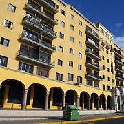 URBANIZACION EL SILENCIO<br /> Caracas - Venezuela 2008<br /> Photography by Aaron Sosa<br /> <br /> La Reurbanización El Silencio o simplemente El Silencio es una urbanización de Caracas, Venezuela que se encuentra dentro del Casco Central de esa ciudad en la Parroquia Catedral del Municipio Libertador.<br /> Apenas fundada Caracas en 1567 se le denominó El Tartagal al área que hoy ocupa El Silencio, para ese momento se trataba de un campo al oeste de las 25 manzanas originales de la ciudad, Garcí González de Silva compró esos terrenos pocos años después de la fundación de Caracas. El nombre El Silencio se cree presume que se originó luego de una epidemia que causó la muerte a todos los habitantes de esa zona.