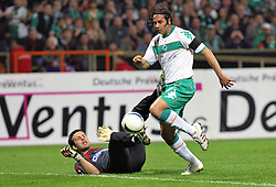UEFA CUP, Werder Bremen vs Udinese Calcio, Samir Handanovic (#22 SVN Torwart / Keeper Udinese Calcio) kommt zu Fall. Claudio Pizarro (#24 PER Werder Bremen) schiesst aufs Tor, EXPA Pictures © 2009 for Austria only, Photographer EXPA NPH/ SPORTIDA PHOTO AGENCY