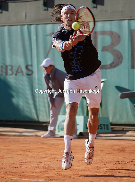 French Open 2009, Roland Garros, Paris, Frankreich,Sport, Tennis, ITF Grand Slam Tournament,  <br /> <br /> Juan Monaco (ARG).<br /> <br /> Foto: Juergen Hasenkopf