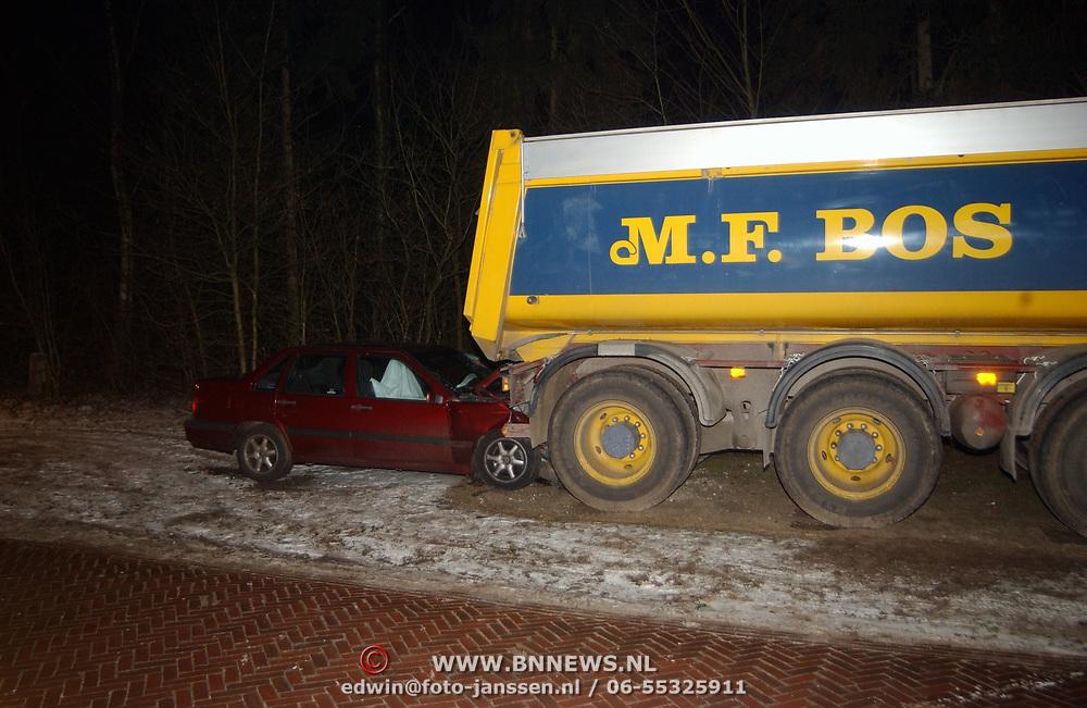 Dodelijk ongeval Bergweg Blaricum, auto tegen vrachtwagen
