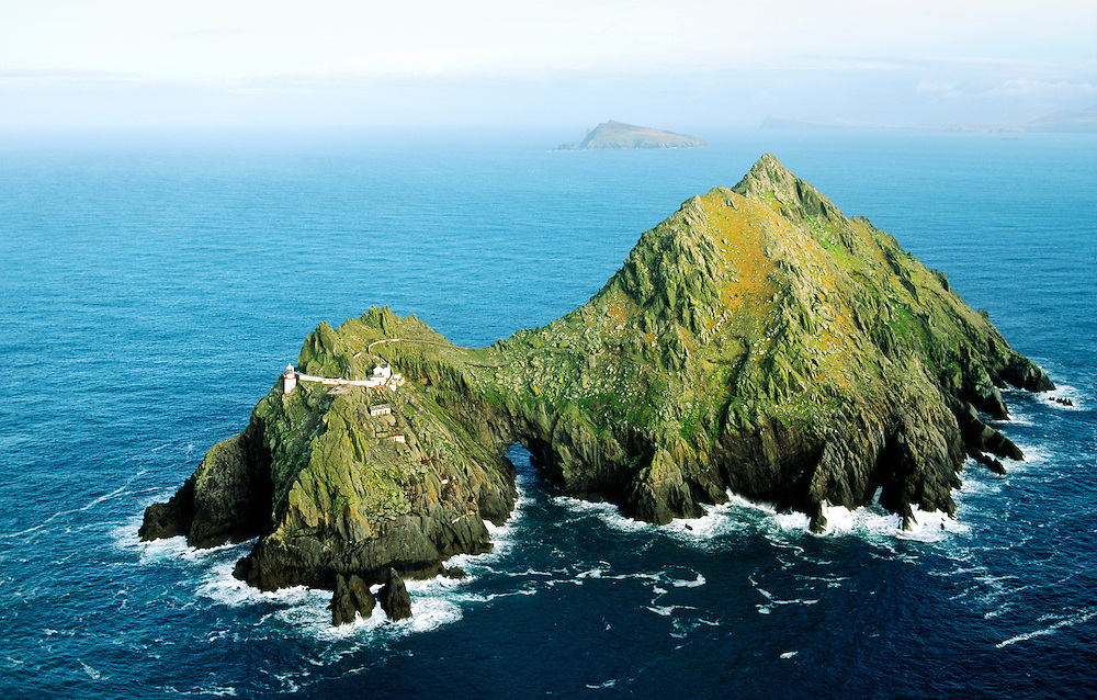 Lighthouse on the island of Tearaght, one of the Blasket Islands off the Dingle Peninsula, County Kerry, Ireland.