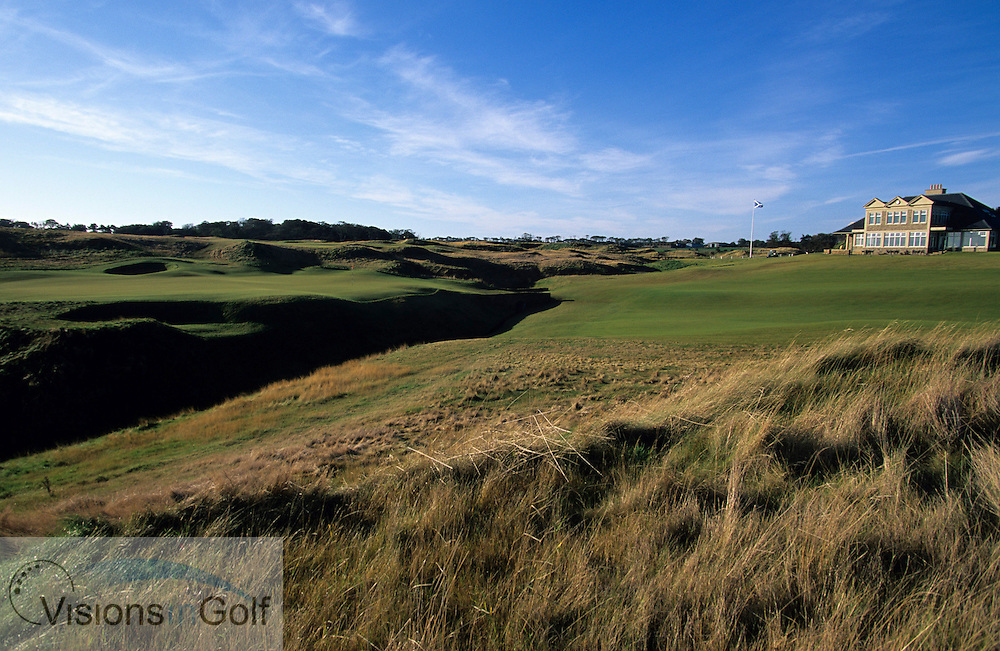 Kingsbarns Golf Club, Scotland. Hole 18. and clubhouse<br /> <br /> Mandatory credit: Visions In Golf/Richard Castka