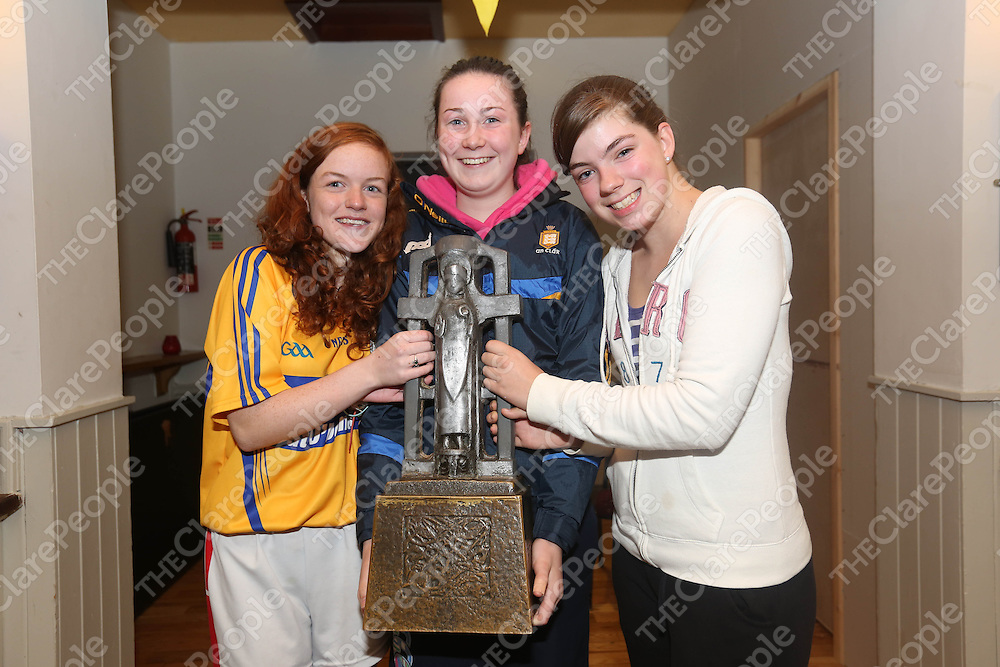 Lia Kelly, Fiona Kelly and Jenni Corry pictured at Eire Og Hurling Club on Wednesday night as some of the Clare players visited.<br /> Pic. Brian Arthur/ Press 22.