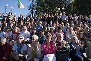 """People plaude a speech at """"Ricucire l'Italia"""" (Mend Italy) a meeting called by Libertà & Giustizia (Freedom & Justice political movement) in Milan, October 8, 2011. © Carlo Cerchioli..Gente applaude un intervento alla manifestazione Ricucire l'Italia indetta da Libertà & Giustizia a Milano, 8 ottobre 2011."""