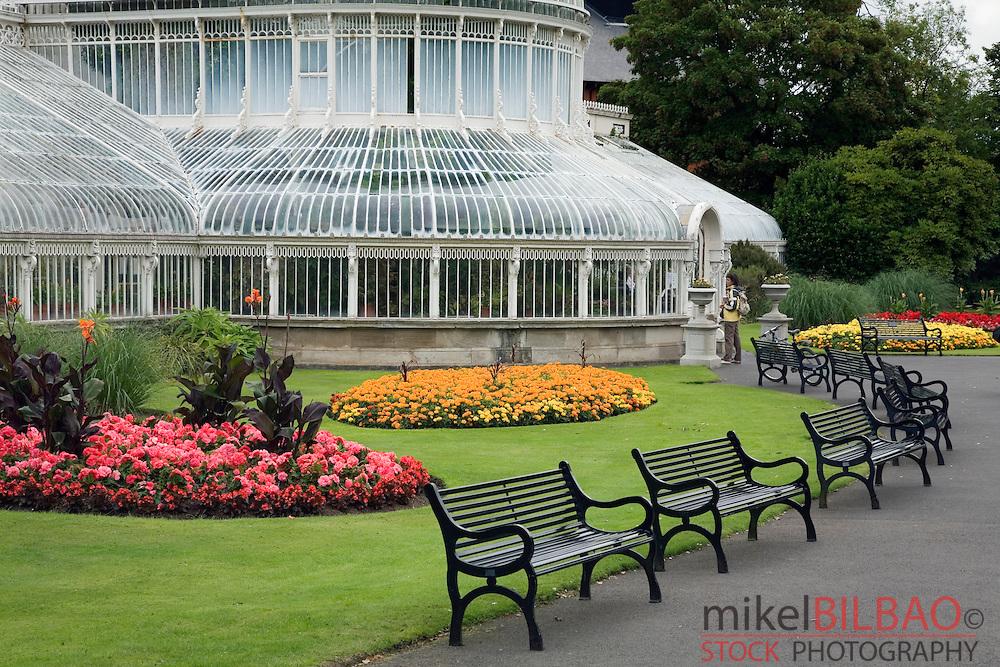 Palm House and garden. Botanical Gardens.<br /> Belfast. Northern Ireland, United Kingdom, Europe.