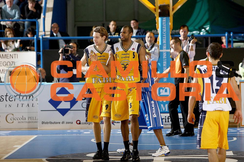 DESCRIZIONE : Porto San Giorgio Lega A 2010-11 Fabi Montegranaro Dinamo Sassari <br /> GIOCATORE : Sharrod Ford Michele Antonutti<br /> SQUADRA : Fabi Montegranaro<br /> EVENTO : Campionato Lega A 2010-2011<br /> GARA : Fabi Montegranaro Dinamo Sassari <br /> DATA : 17/10/2010<br /> CATEGORIA : delusione<br /> SPORT : Pallacanestro<br /> AUTORE : Agenzia Ciamillo-Castoria/C.De Massis<br /> Galleria : Lega Basket A 2010-2011<br /> Fotonotizia : Porto San Giorgio Lega A 2010-11 Fabi Montegranaro Dinamo Sassari <br /> Predefinita :