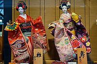 Japon, île de Honshu, région de Kansaï, Kyoto, vieux quartier de Sannenzaka, boutique de souvenirs // Japan, Honshu island, Kansai region, Kyoto, old street of Sannenzaka, souvenir shop