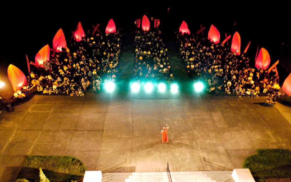 "Bard in the Quad's ""Romeo & Juliet"" in the summer of 2006. (photo by Casey Campbell)"