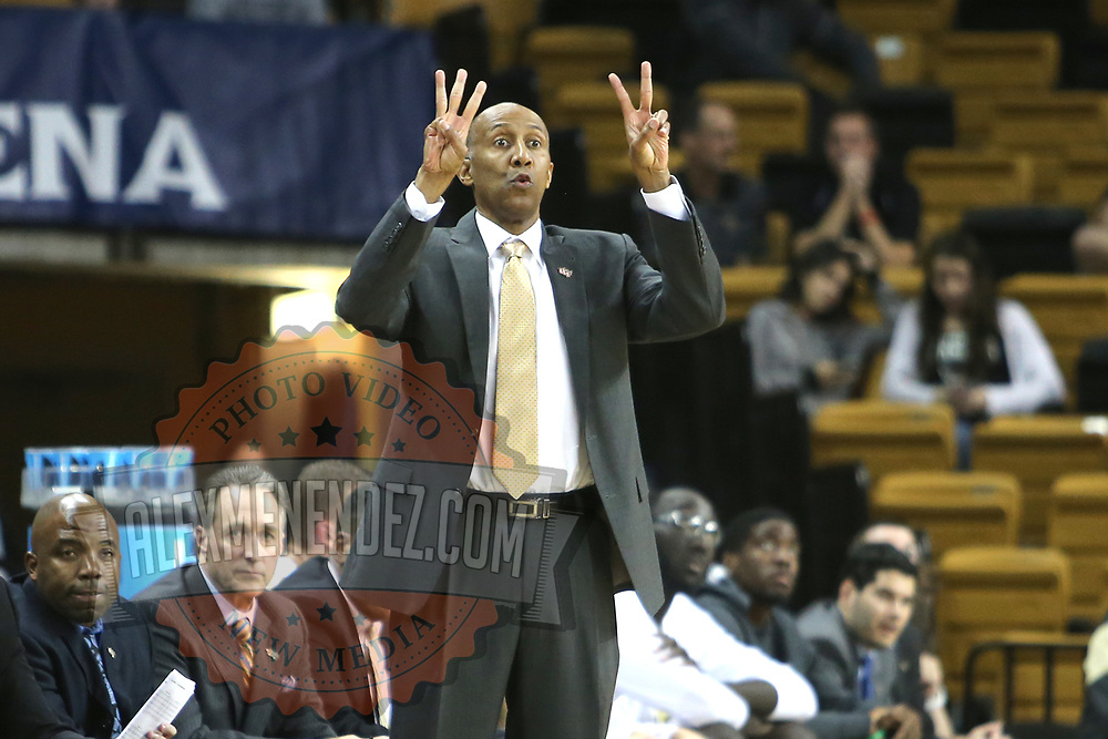 ORLANDO, FL - NOVEMBER 15:  Head coach Johnny Dawkins of the UCF Knights gives instructions from the sideline during a NCAA basketball game against the Gardner-Webb Runnin Bulldogs at the CFE Arena on November 15, 2017 in Orlando, Florida. (Photo by Alex Menendez/Getty Images) *** Local Caption *** Johnny Dawkins