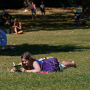 London,England,UK, 26th Aug 2016 : People enjoy the August Summer weather in Green park, London. See Li/Picture Capital