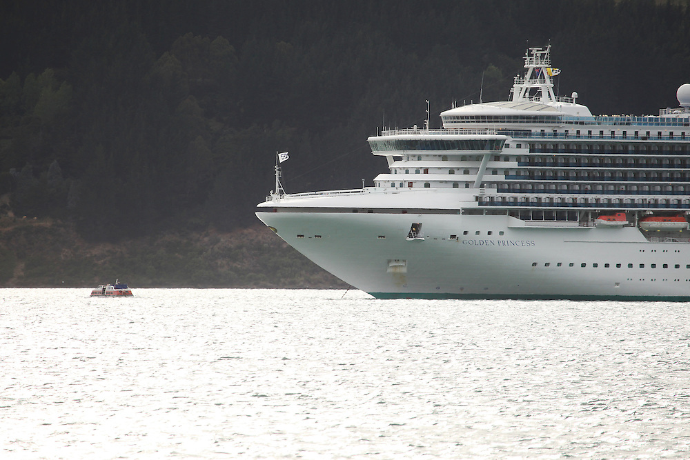 Cruise Ship the Golden Princess anchored in Akaroa Harbour, Wainui, New Zealand, Friday, 15 January, 2016.  Credit: SNPA / Pam Carmichael