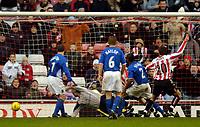 Fotball<br /> England 2004/2005<br /> Foto: SBI/Digitalsport<br /> NORWAY ONLY<br /> <br /> Sunderland v Ipswich<br /> Coca-Cola Championship, 21/11/2004<br /> <br /> Sunderland's Stephen Elliot (hidden) despatches the ball past Ipswich goalkeeper Kelvin Davis for his goal.