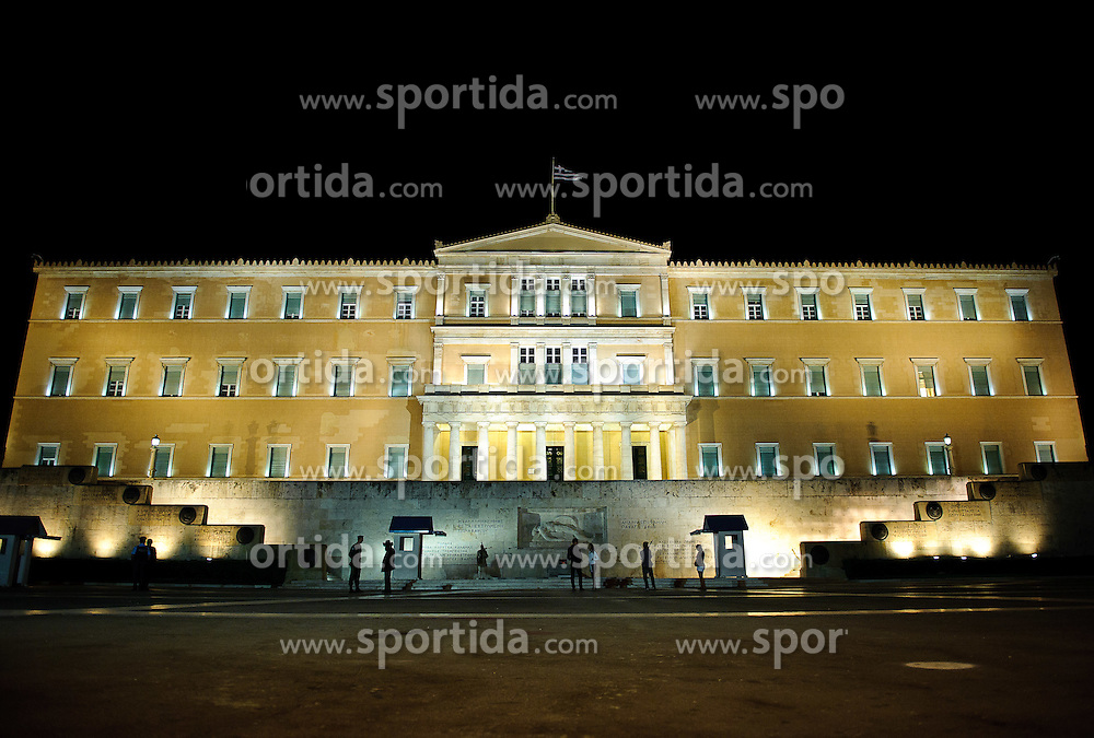 THEMENBILD - Finanzkrise in Griechenland. Bild zeigt das Parlament in Athen bei Nacht, im Vordergrund der Platz Syntagma. Aufgenommen am 28/09/2011. EXPA Pictures © 2011, PhotoCredit: EXPA/ S. Zangrando
