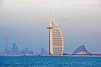 Emirats Arabes Unis, Dubai, Jumeirah beach hotel, hotel Burj Al Arab et Burj Khalifa // United Arab Emirates, Dubai, Jumeira beach hotel, Burj Al Arab hotel and Burj Khalifa tower