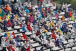 Motorsports / Formula 1: World Championship 2010, GP of Japan, fans, rain, Regen, Wetter