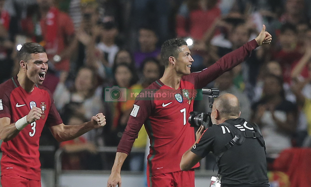 October 10, 2017 - Na - Lisbon, 10/10/2017 - The Portuguese football team received their Swiss counterpart tonight in the last game of the group stage to qualify for the 2018 FIFA World Cup in Russia , next June. Portugal won 2-0 to reach the final. Pepe and Ronaldo  (Credit Image: © Atlantico Press via ZUMA Wire)