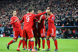 13.03.2019, Allianz Arena, Muenchen, GER, UEFA CL, FC Bayern Muenchen vs FC Liverpool, Achtelfinale, Rückspiel, im Bild FC Bayern feiert den 1:1 Ausgleich durch Serge Gnabry (FC Bayern), v.l. Thiago Alcantara (FC Bayern), David Alaba (FC Bayern), Serge Gnabry (FC Bayern) // during the UEFA Champions League round of 16, 2nd leg match between FC Bayern Muenchen and FC Liverpool at the Allianz Arena in Muenchen, Germany on 2019/03/13. EXPA Pictures © 2019, PhotoCredit: EXPA/ Sammy_Minkoff