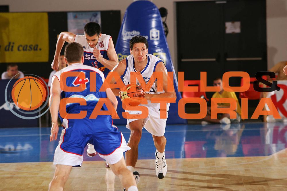 DESCRIZIONE : Bormio Trofeo Internazionale Diego Gianatti Grecia Serbia <br /> GIOCATORE : Diamantidis <br /> SQUADRA : Grecia <br /> EVENTO : Bormio Trofeo Internazionale Diego Gianatti <br /> GARA : Grecia Serbia <br /> DATA : 21/07/2006 <br /> CATEGORIA : Passaggio <br /> SPORT : Pallacanestro <br /> AUTORE : Agenzia Ciamillo-Castoria/S.Silvestri