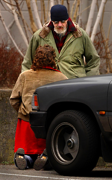 2/22/2006  - Portland Police detective Dave Schlegal is propositioned by known prostitute Linda Hernandez as he and other officers conduct a prostitution sting about NW 18th Avenue and Davis Street. She was soon arrested....KEYWORDS:  drugs, vice, johns, hookers