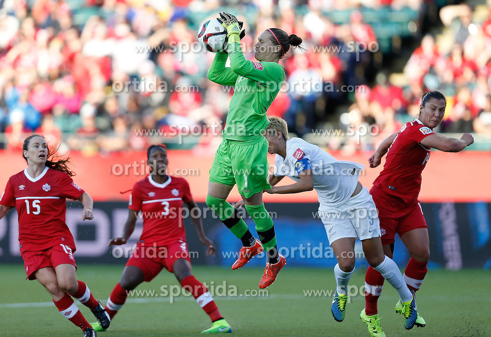 12.06.2015, Commonwealth Stadium, Edmonton, CAN, FIFA WM, Frauen, Kanada vs Neuseeland, Gruppe A, im Bild Erin McLeod, goalie of Canada(C) saves. The match ended with a 0-0 dra // during group A match of FIFA Women's World Cup between Canada and New Zealand at the Commonwealth Stadium in Edmonton, Canada on 2015/06/12. EXPA Pictures &copy; 2015, PhotoCredit: EXPA/ Photoshot/ Wang Lili<br /> <br /> *****ATTENTION - for AUT, SLO, CRO, SRB, BIH, MAZ only*****
