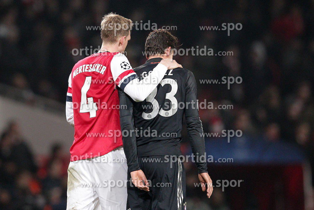 19.02.2013, Emirates Stadion, London, ENG, UEFA Champions League, FC Arsenal vs FC Bayern Muenchen, Achtelfinale Hinspiel, im Bild Per MERTESACKER (FC Arsenal London - 4) nach Schlusspfiff - umarmt Mario GOMEZ (FC Bayern Muenchen - 33) // during the UEFA Champions League last sixteen first leg match between Arsenal FC and FC Bayern Munich at the Emirates Stadium, London, Great Britain on 2013/02/19. EXPA Pictures © 2013, PhotoCredit: EXPA/ Eibner/ Ben Majerus..***** ATTENTION - OUT OF GER *****