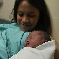 Toluca, México.- En la clínica 221 del IMSS se tuvieron varios nacimientos en el Día de la Madre, 4 hermosos  bebés engalanaron esta celebración.  Agencia MVT / Crisanta Espinosa.