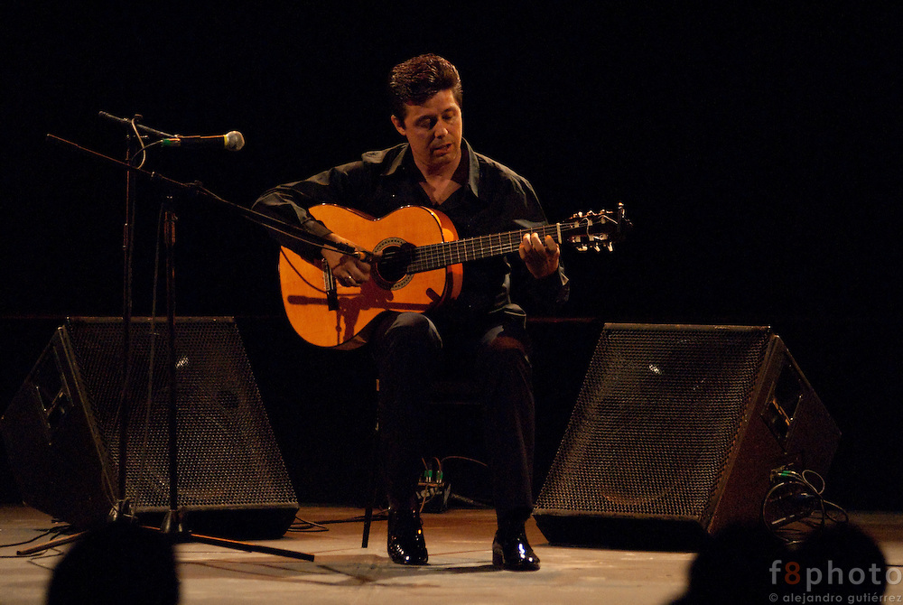 "The Guitarrist Pedro Sierra during the guitar concert ""De amor y de cuerdas"" in the Second International Dance Festival Ibérica Contemporánea, Querétaro, México,2009."