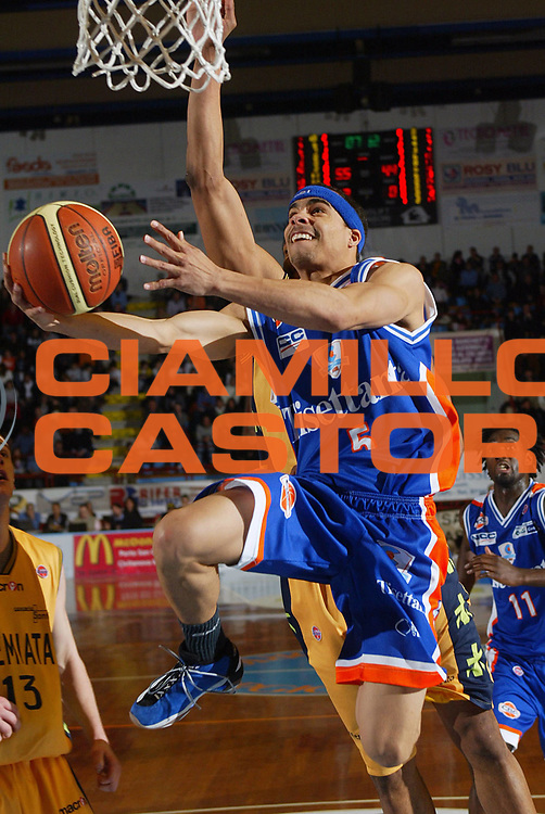 DESCRIZIONE : Porto San Giorgio Lega A1 2007-08 Premiata Montegranaro Tisettanta Cantu <br /> GIOCATORE : DaShaun Wood <br /> SQUADRA : Tisettanta Cantu <br /> EVENTO : Campionato Lega A1 2007-2008 <br /> GARA : Premiata Montegranaro Tisettanta Cantu <br /> DATA : 09/03/2008 <br /> CATEGORIA : Tiro Super <br /> SPORT : Pallacanestro <br /> AUTORE : Agenzia Ciamillo-Castoria <br /> Galleria : Lega Basket A1 2007-2008 <br />Fotonotizia : Porto San Giorgio Campionato Italiano Lega A1 2007-2008 Premiata Montegranaro Tisettanta Cantu <br />Predefinita :
