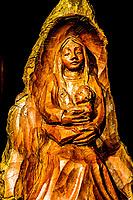 Escultura de madeira no ateliê da escultora Mariana Thaler. Treze Tílias, Santa Catarina, Brasil. / Wooden sculpture made by artist Mariana Thaler. Treze Tilias, Santa Catarina, Brazil.